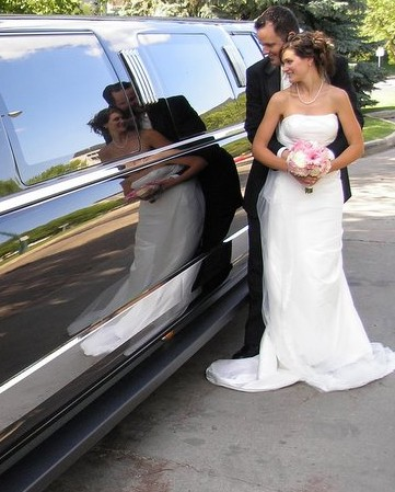 Expedition Limo Bride & Groom